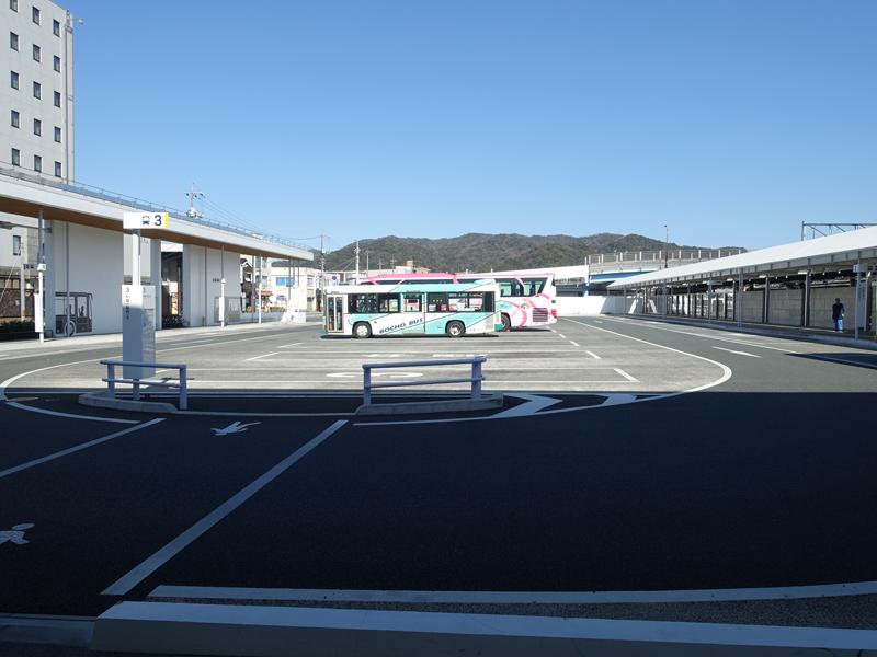 新山口駅のバスターミナル